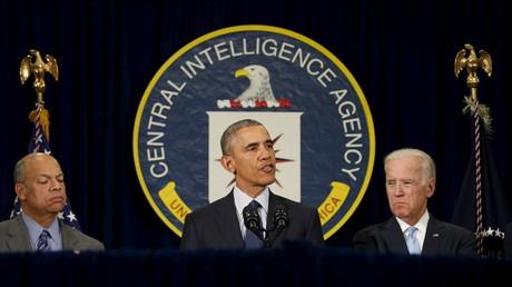 US-Präsident Barack Obama (M) bei einer Rede im CIA-Hauptquartier in Langley