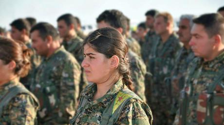 Kämpferinnen und Kämpfer der kurdischen Volksverteidigungseinheiten (YPG). Die YPG gilt als eine der erfolgreichsten Kräfte im Kampf gegen den IS.