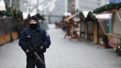 Schwer bewacht: Der Weihnachtsmarkt am Breitscheidplatz - jedoch erst nach dem Anschlag am Montag.