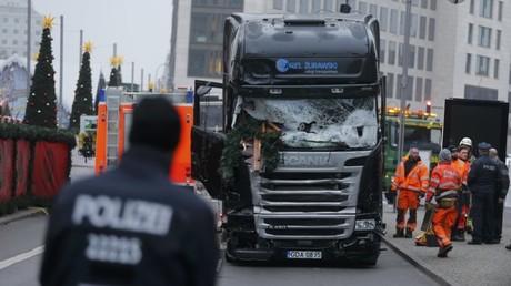 Im Lkw vom Berliner Breitscheidplatz Handy des Attentäters gefunden