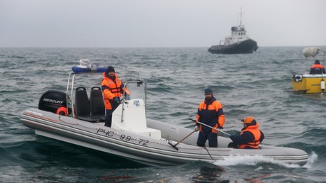 Russische Passagiermaschine stürzt mit 92 Menschen an Bord ins Meer ab. Auf dem Bild: Rettungskräfte bei der Bergungsoperation im Schwarzen Meer