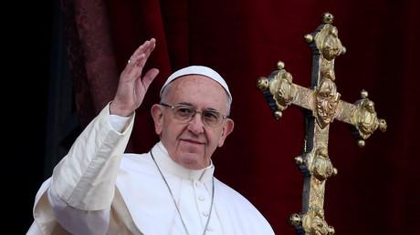 Papst Franziskus gibt seinen Segen