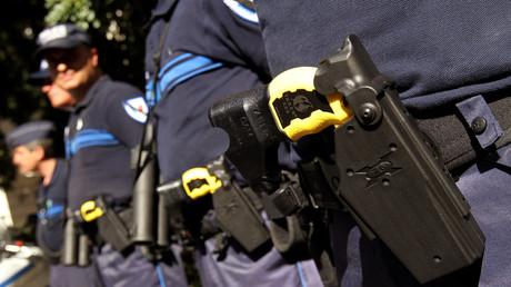 Besonders häufig setzt die US-Polizei Taser und Pfefferspray gegen Wehrlose ein.
