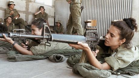 Israelische Soldatinnen entwaffnen mit Fotos auf Instagram