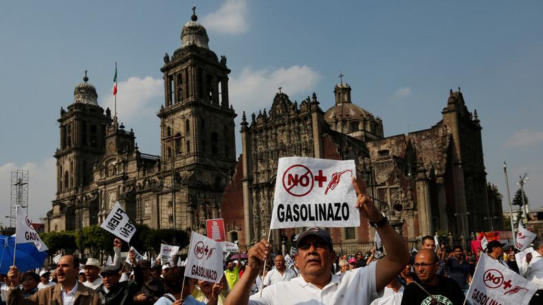 Proteste gegen höhere Benzinpreise in Mexiko