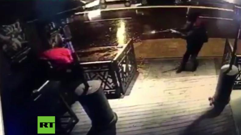"""Terror in der Silvesternacht: Kamera fängt tödlichen Angriff auf Nachtclub """"Reina"""" in Istanbul ein"""