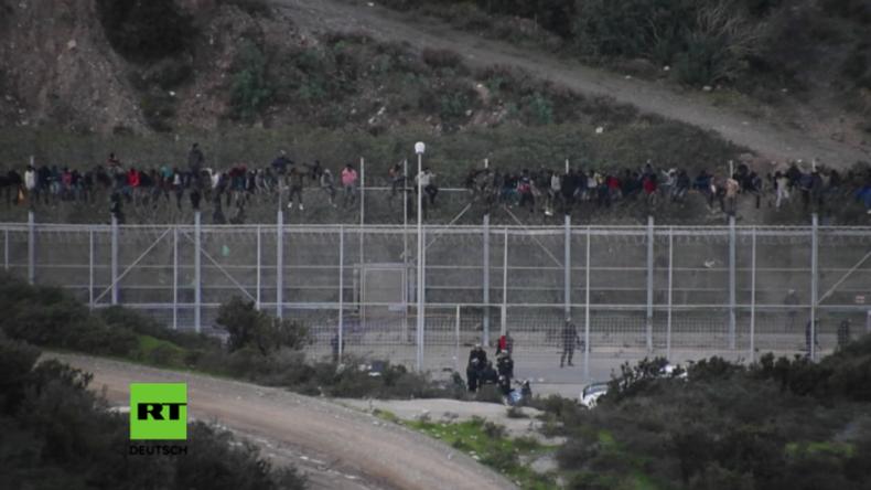 Flüchtlingskrise in Spanien: Hunderte Afrikaner erstürmen Grenzzaun
