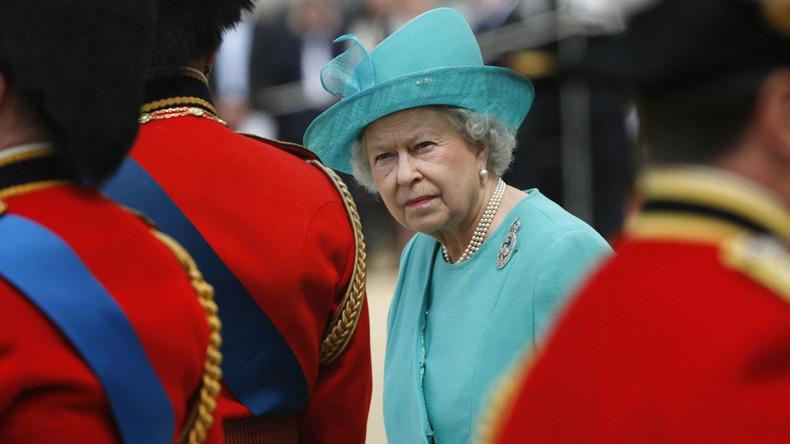 Ein Wächter des Buckingham Palace hätte die Queen beinahe erschossen