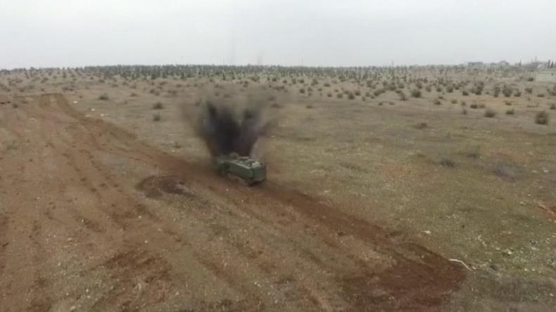 """Aleppo: Russische Pioniere entschärfen 300-Kilo-Sprengsatz in """"Dschihad-Mobil"""""""