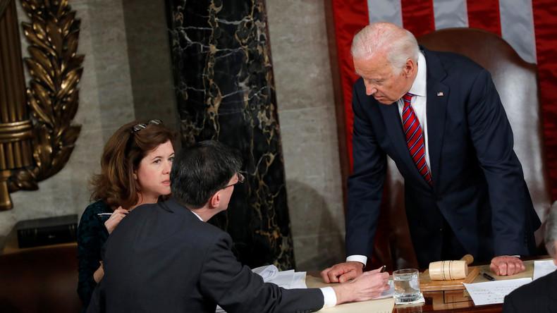 US-Vizepräsident Joseph Biden signiert Schublade