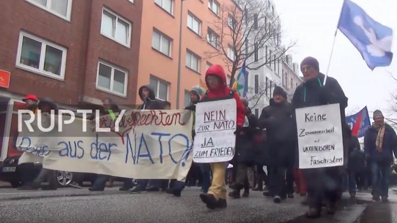 """""""Kein 3. Weltkrieg!"""" - Protestkundgebung in Bremerhaven gegen US-Panzertransporte durch Deutschland"""