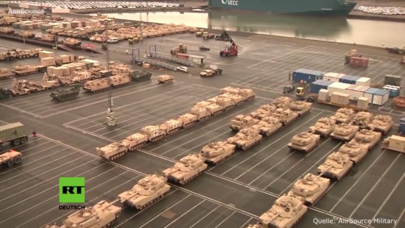 Größte Anlandung von Panzern seit Kaltem Krieg erreicht Deutschland - Luftaufnahmen zeigen Ausmaß