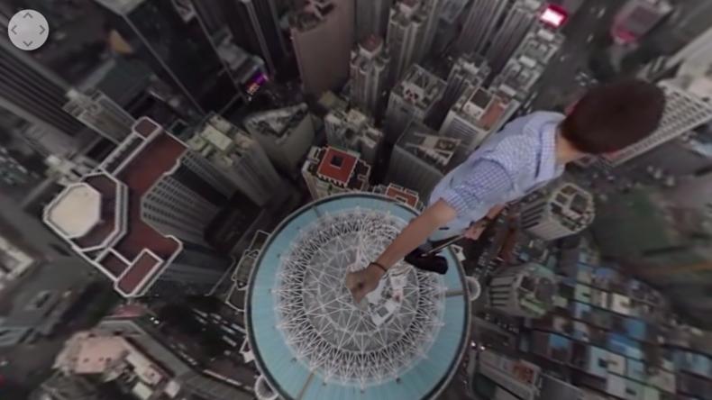 Roofer klettern mit 360-Grad-Kamera auf chinesische Wolkenkratzer