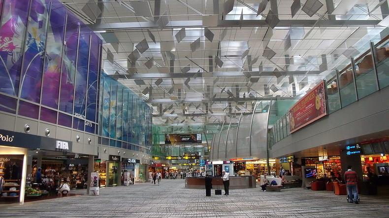Frau wohnt acht Jahre lang im Flughafen Singapur