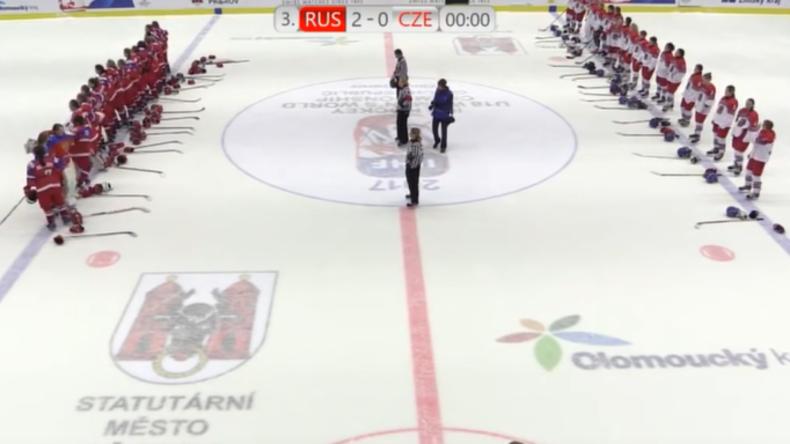 U18-Eishockey-WM der Frauen: Russisches Team wird ausgebuht und reagiert souverän