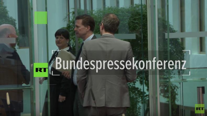 Regierungspressekonferenz: RT Deutsch stellt unbequeme Fragen zu Hacker-Angriff und Berlin-Attentat