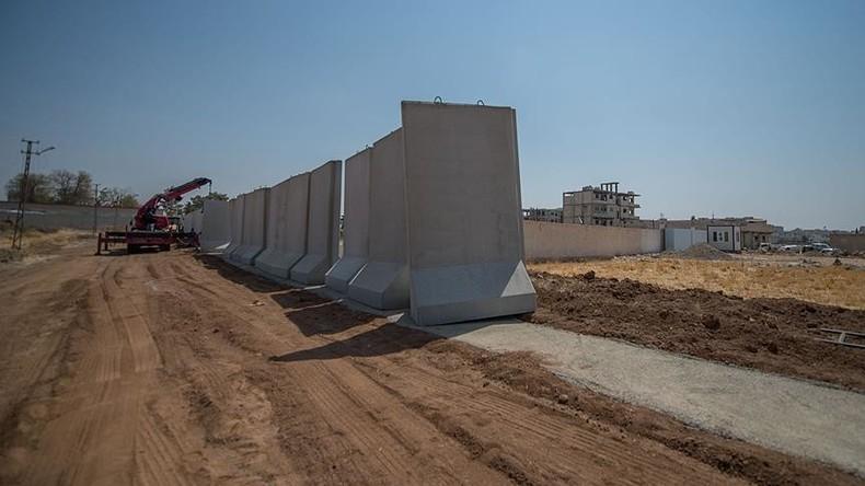 Türkei grenzt sich von Syrien und Irak mit 330 Kilometer langer Betonmauer ab