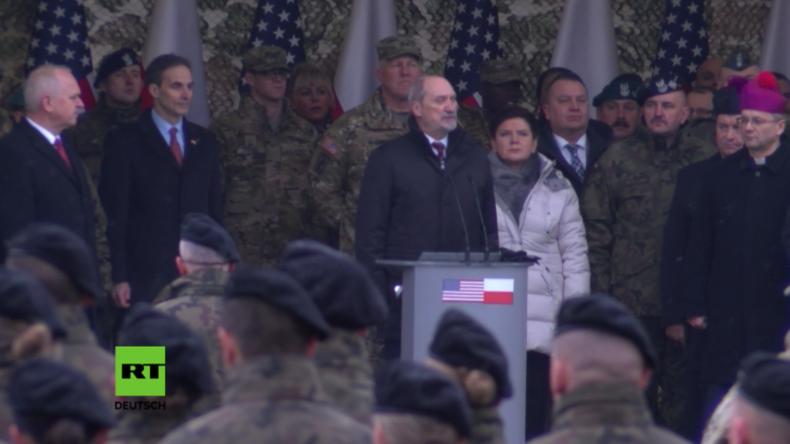 Feierliche Willkommenszeremonie für US-Truppen in Polen von Protestrufen begleitet