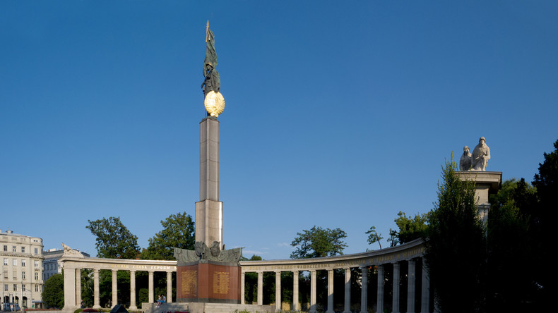 Unbekannte schänden Heldendenkmal der Roten Armee in Wien