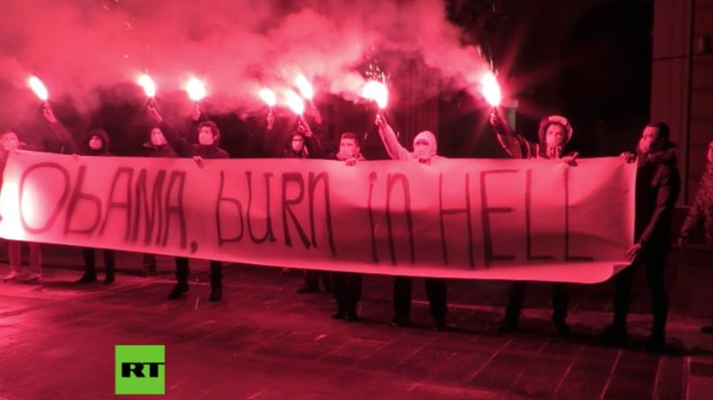 """Moskau: """"Obama, schmore in der Hölle"""" - Aktivisten starten Blitzprotest vor US-Botschaft"""