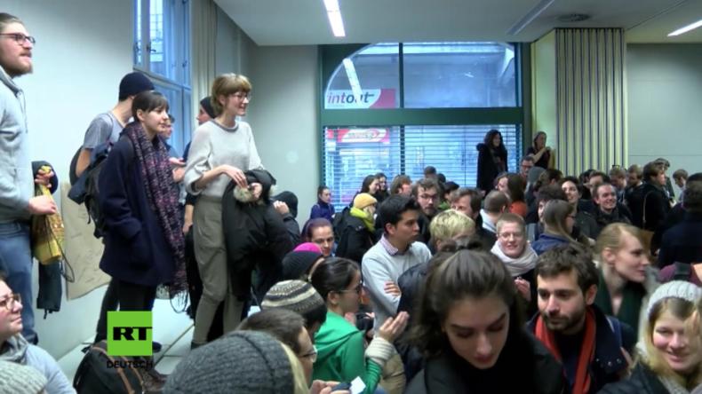 Berlin: Studenten-Aufstand an Humboldt-Universität wegen Entlassung von Stadtsoziologen Holm