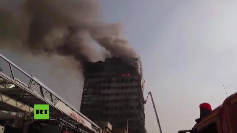Video zeigt Einsturz von Hochhaus im Herzen von Teheran nach Großbrand