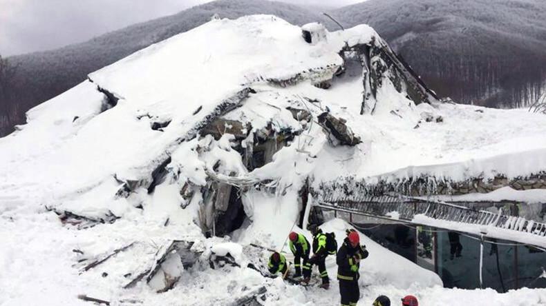 Acht Überlebende nach Lawinenabgang auf Hotel in Italien gefunden