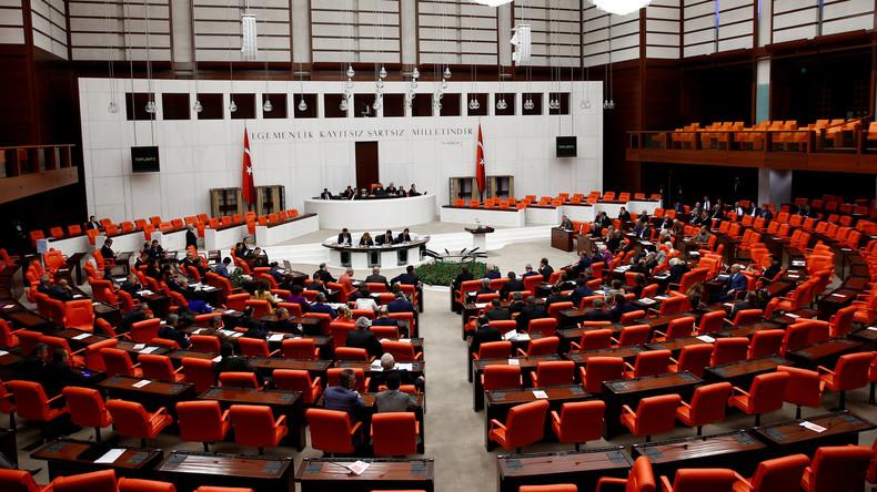 Türkisches Parlament billigt Verfassungsreform zur Ausweitung der Machtbefugnisse von Erdogan