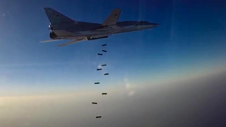 Russische Langstreckenbomber zerstören IS-Waffenlager bei Deir ez-Zor