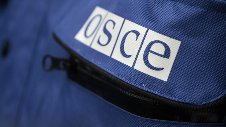 Ukrainische Streikräfte beschießen VR Lugansk in Anwesenheit des Vizechefs der OSZE-Mission