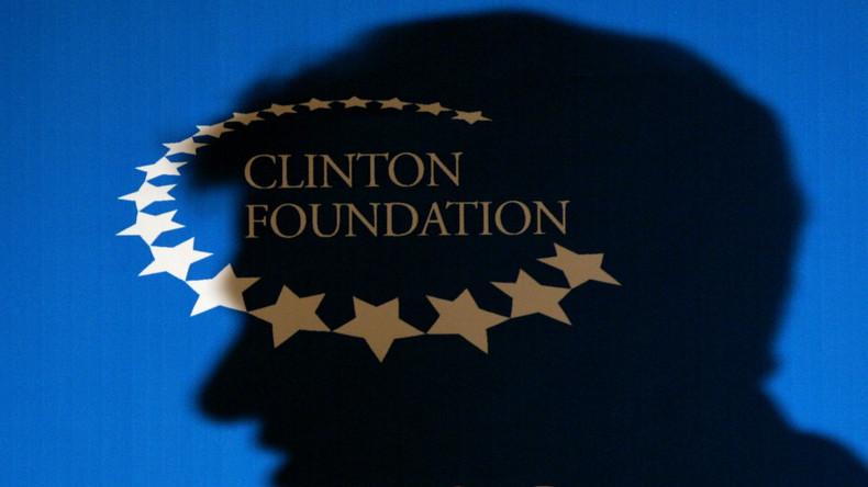 """Nach Korruptionsvorwürfen: Clintons schließen ihre """"Wohltätigkeitsorganisation"""" und Geldmaschine CGI"""