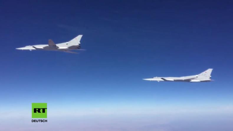 Langstreckenbomber aus Russland zerstören Stellungen des IS in Syrien