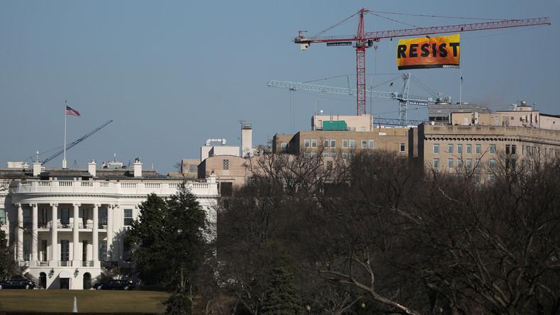 Greenpeace-Aktivisten protestieren gegen Trump auf Turmkran beim Weißen Haus
