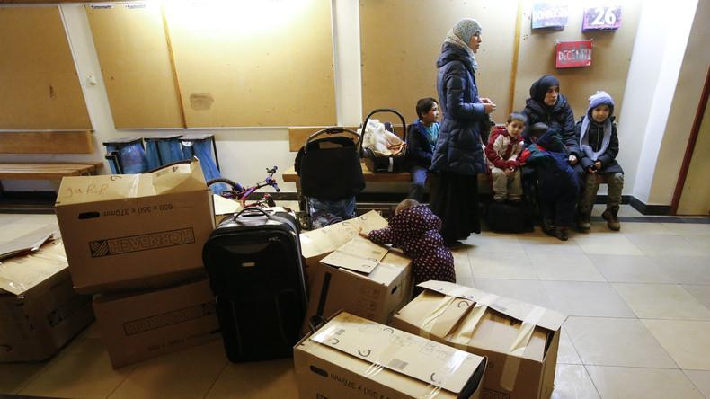 Endlich raus aus der Turnhalle: Flüchtlinge beziehen Neubau in Berlin Steglitz