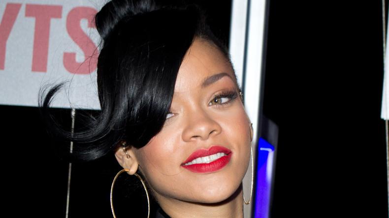 Rihanna nimmt kein Blatt vor den Mund wegen des neuen US-Flüchtlingsgesetzes