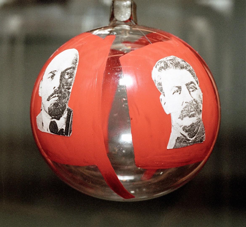 Väterchen Frost, Schneewittchen, Tannenschmuck - Sowjetisches Neujahresfest ist in Russland Kult