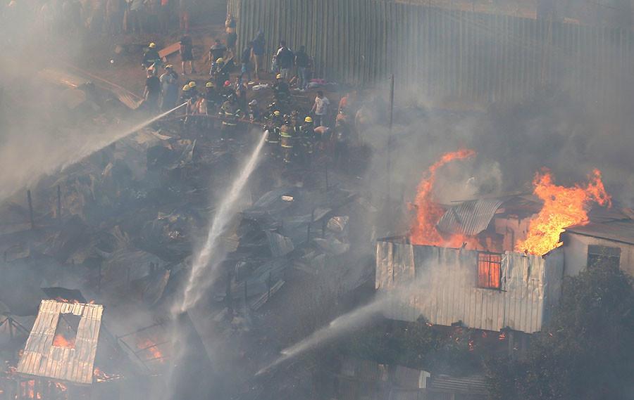 Großbrand in Chile: Feuer zerstört 100 Häuser in Valparaiso [FOTOS]