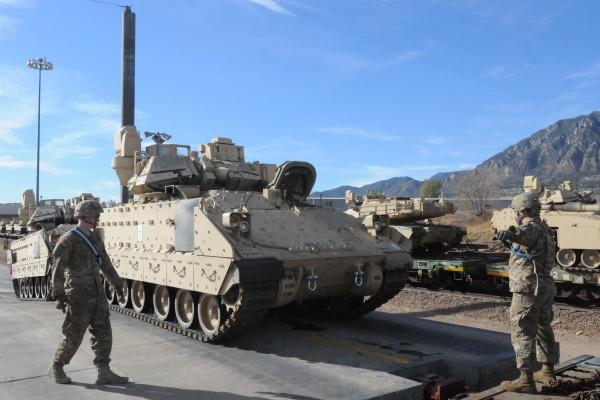 US-Aufmarsch in Europa beginnt: Erstes Panzer-Transportschiff in Bremerhaven gelandet