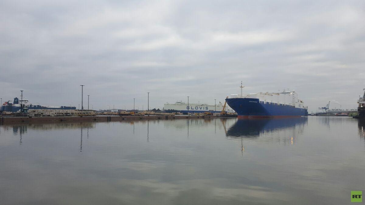 """Der zweite US-Militärfrachter """"Endurance"""" erreicht den Anlegehafen in Bremerhaven."""