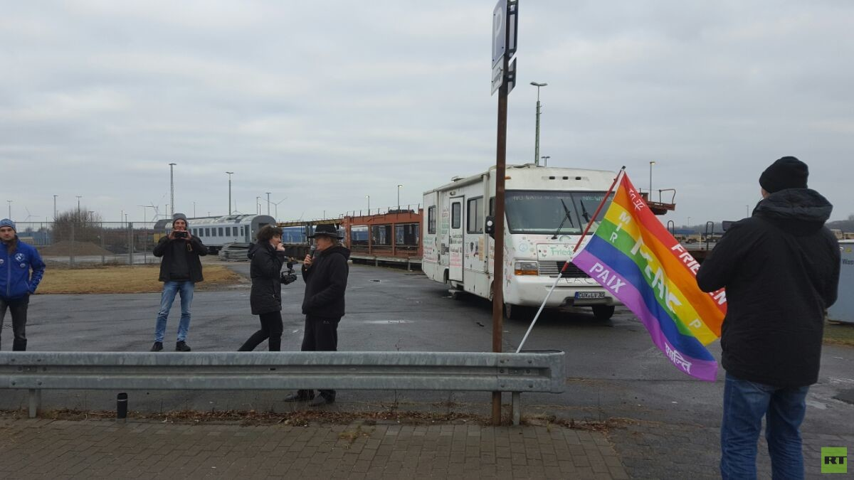 Spontandemo vor dem Hafen in Bremerhaven.