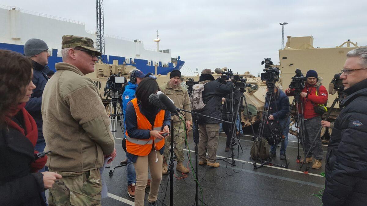 RT Deutsch vor Ort in Bremerhaven während US-Panzerverlegung (Videos)