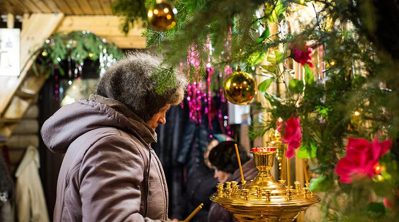 Weihnachtsgottesdienst in der Kirche des Erzengels Michael in Jermakowka, im Omsker Gebiet