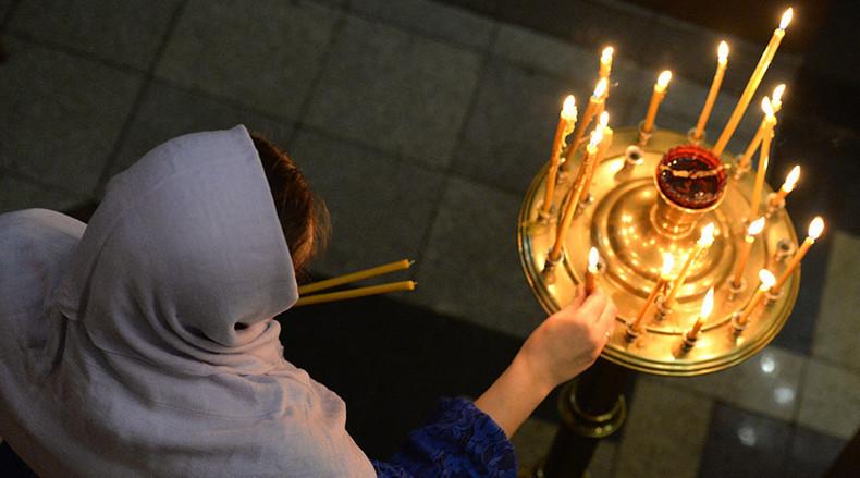 """Weihnachtsmesse in der """"St. Andreas (der Apostel) Kirche"""" in Wladiwostok, im fernen Osten Russlands"""