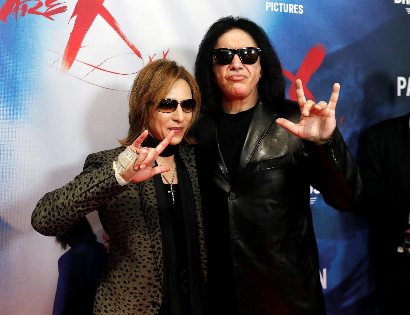 Die Rockgruppe KISS hat eine Einladung bekommen, musste sie jedoch ablehnen, weil sie zu der Zeit auf Tour in Europa ist. Dies hat die Ehefrau des Bassisten von KISS, Shannon Tweed, gegenüber die Promi-News-Webseite TMZ erzählt.