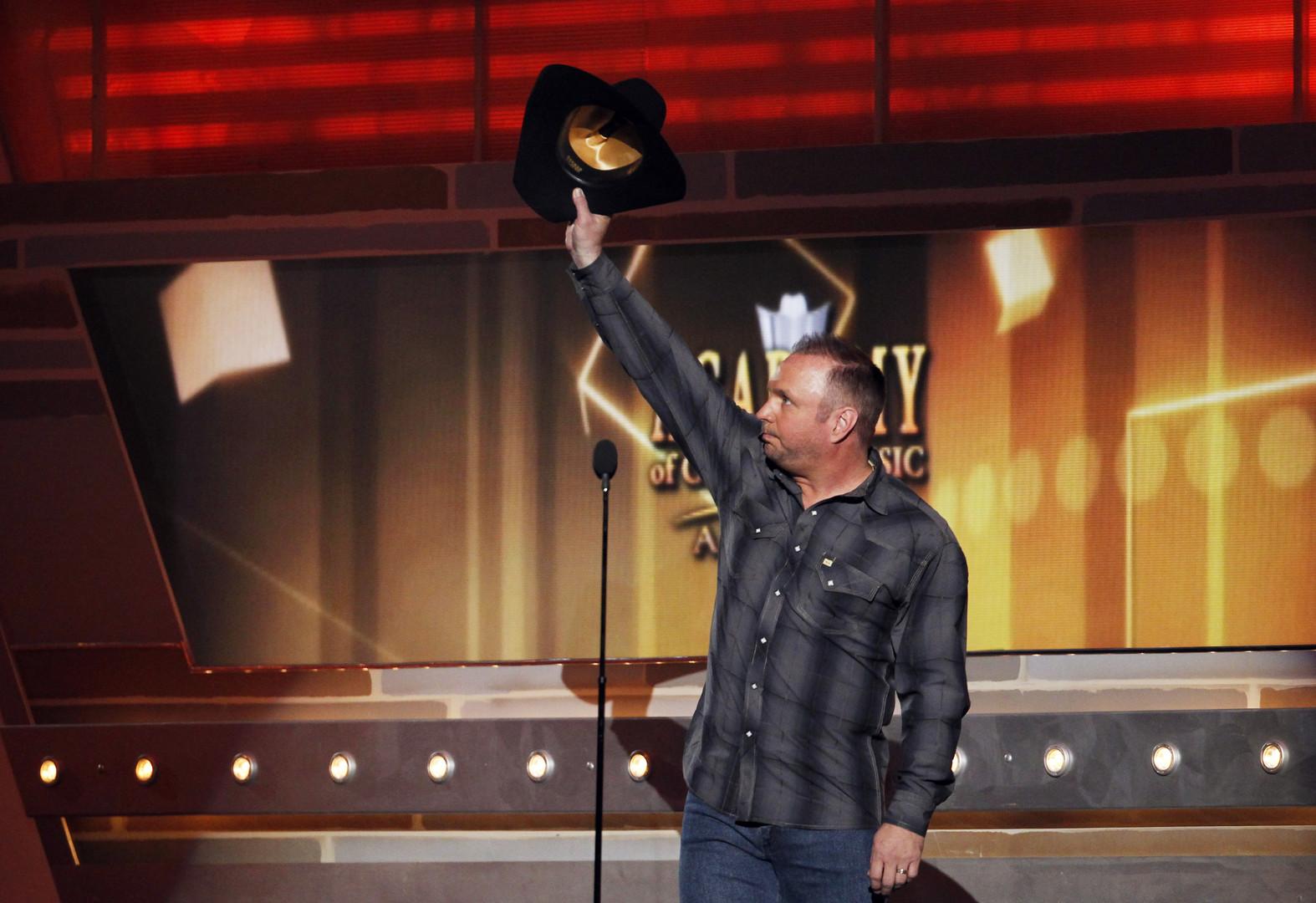 Der Country-Sänger Garth Brooks habe sich auch nicht von Steve Will überreden lassen und bleibt Trumps Inauguration fern.