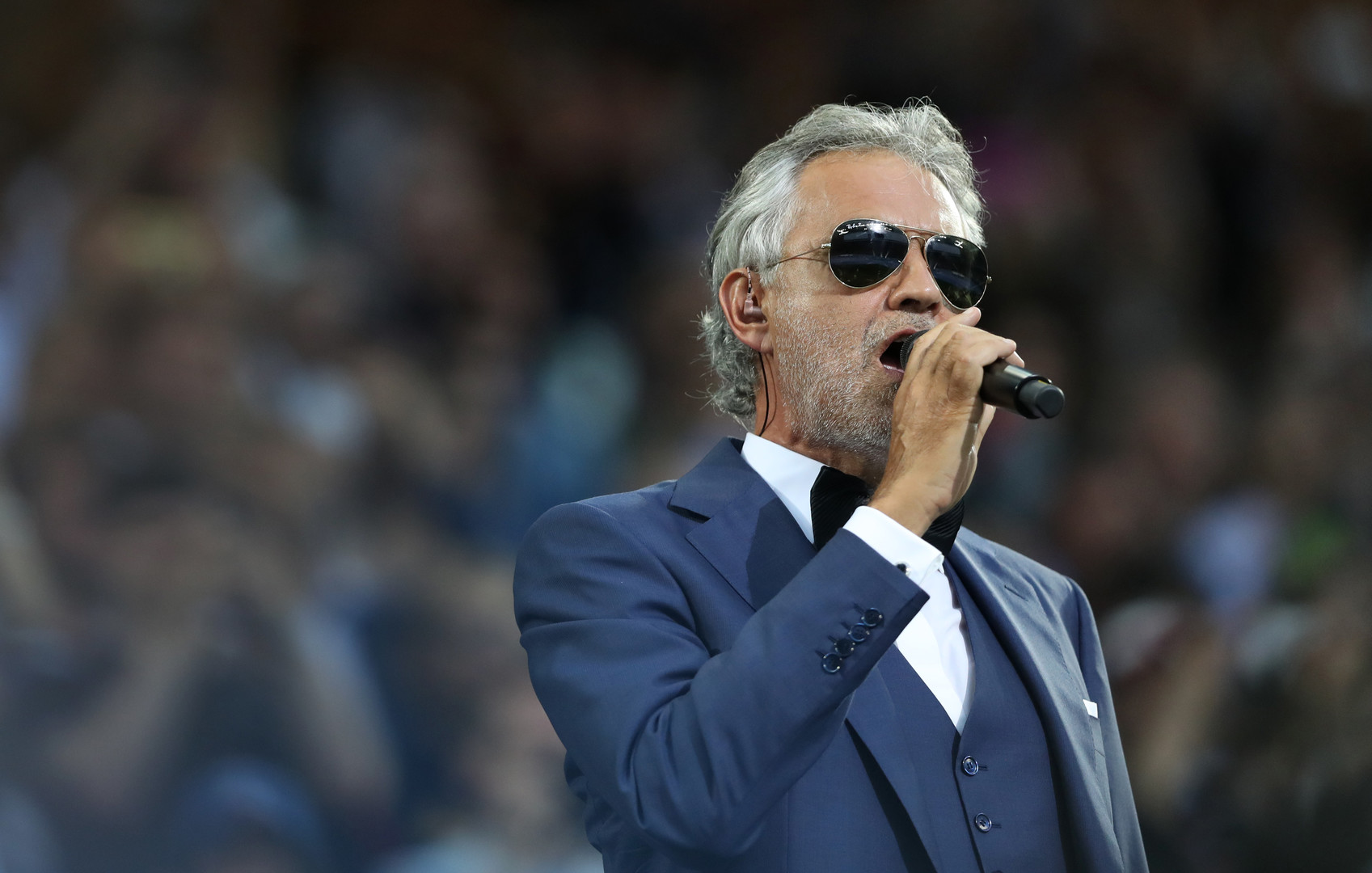 Donald Trump ist ein Fan des Sängers Andrea Bocelli. Laut Page Six habe der Italiener die Einladung zur Feier abgelehnt. Dem Chef des Inaugurationskomitees zufolge habe Trump die Einladung des Musikers selbst verhindert.