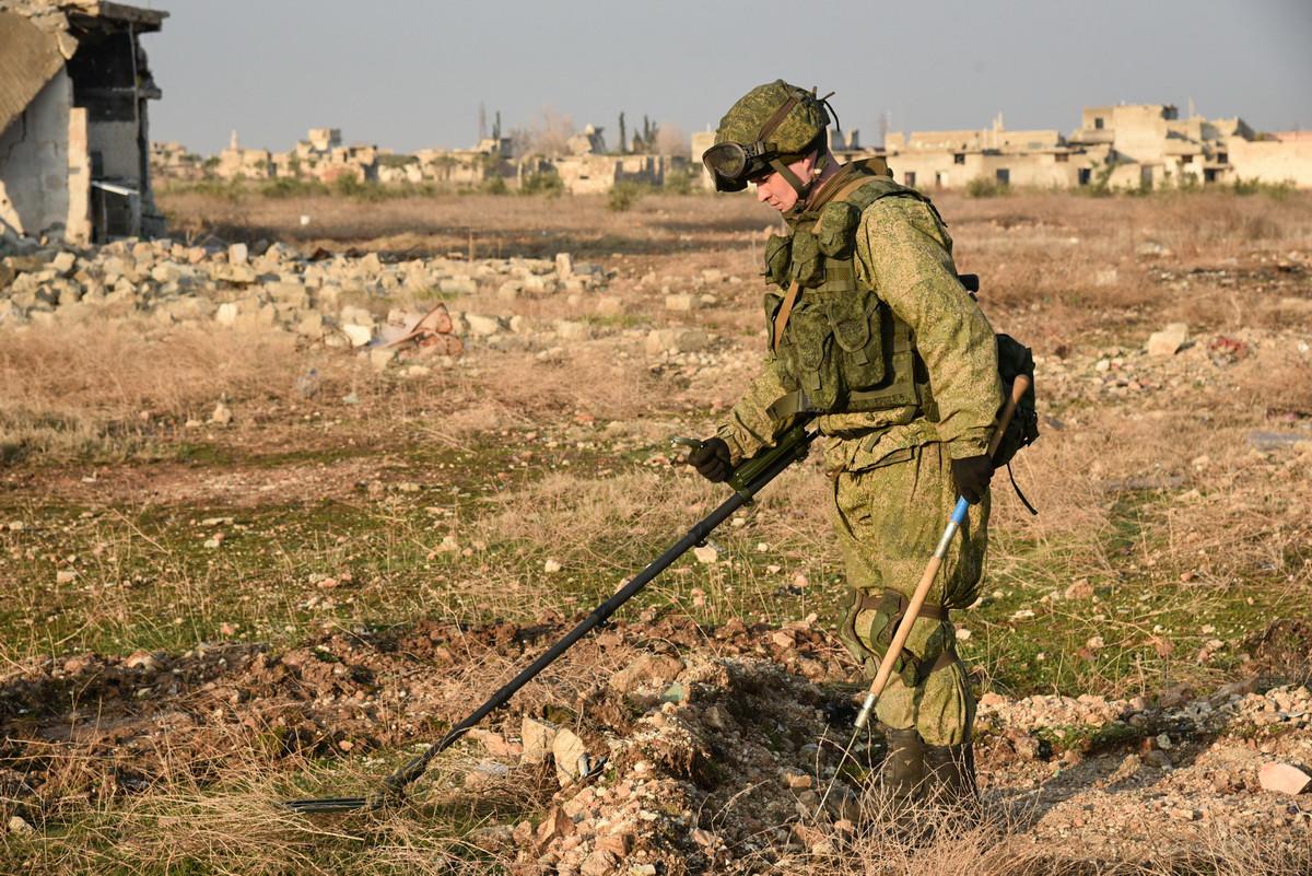 Der tragbare Mehrkanalminendetektor MMP wird für die Suche von Panzer- und Infanterieminen eingesetzt. Er hat zwei unabhängige Suchkanäle: ein Radio- und ein Induktionswellenkanal von denen jeder einen eigenen Suchmechanismus und ein elektronisches Schema hat, die man gleichzeitig einsetzen kann