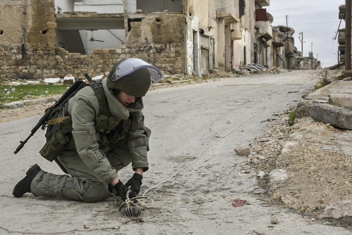 Auch auf Straßen haben die Terroristen Sprengstoff angebracht