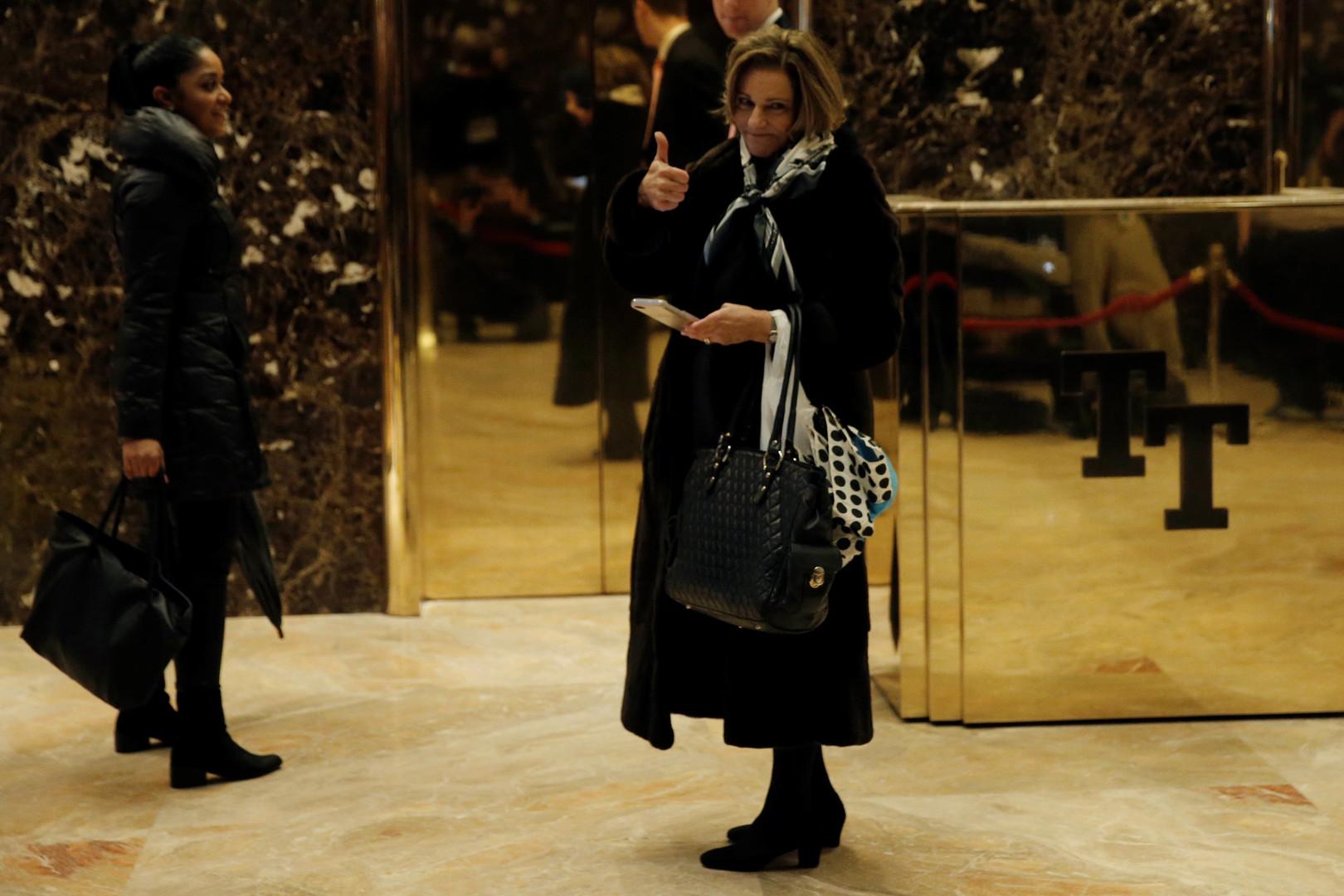 Kathleen McFarland wurde zur Stellvertreterin von Michael Flynn, den Berater des US-Präsidenten in Fragen der nationalen Sicherheit. Sie hat 40 Jahre Berufserfahrung in der Arbeit von staatlichen Behörden. Unter anderem war die Assistentin von Henry Kissinger im US-National Security Council.