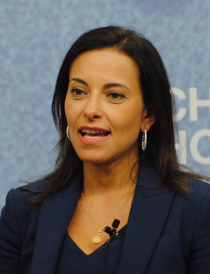 Dina Habib Powell ernannte Trump zur Beraterin für Wirtschaftsinitiativen. Die in Kairo geborene Frau hat 15 Jahre Berufserfahrung auf Regierungsebene. Sie arbeitete bereits unter anderem im Weißen Haus und im State Departement. Mit ihren 43 Jahren gehört zu den jüngsten Beratern des Präsidenten.